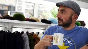 Den ryske Emzo Saridis är orolig för sin pälsbutiks framtid.
