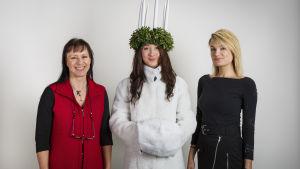 May Björklund har sytt upp Luciapälsen, Elizabeth Palm har designat den och modellen heter Iris Laitinen.