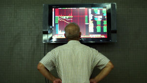 Aktieinvesterare begrundar börsraset i Kina.  7.7.2015.