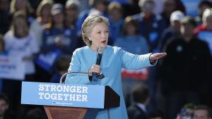 Hillary Clinton talar på valevenemang i New Hampshire.