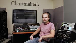 Mastrare Svante Forsbäck i sin studio.