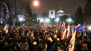 Demonstration utanför det polska parlamentet mot försök att begränsa mediers tillgång till sejmen 17.12.2017