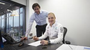 Valtteri Bottas kritar under Mercedeskontraktet.