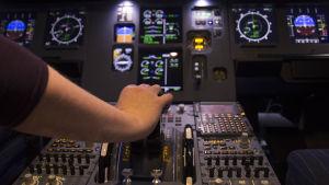 käsi matkustajalentokoneen nousu/kaasukahvalla