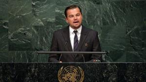 Leonardo DiCaprio talar i FN i New York.