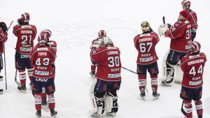 Besvikna HIFK-spelare efter fjärde kvartsfinalförlusten, HIFK-Tappara, 30.3.2015.