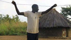 Francis Okot Oyat i norra Uganda på sin hemgård