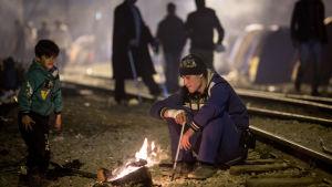 Flyktingar på flyktingläger i Grekland, nära gränsen till Makedonien 6.3.106.
