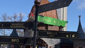Borgbacken har äntligen skyltar på svenska