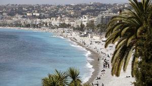 Vy över stranden i Nice.