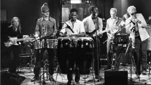 Piirpauke-yhtye, muusikot Leo Gauriloff, Tom Nekljudow, Malik Sene, Baby D´Njay, Tauno Railo ja Sakari Kukko. 1984.