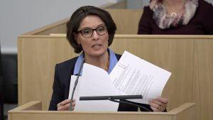 Kommunikationsminister Anne Berner i riksdagen