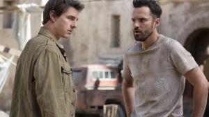 Skattjägarna Nick och Chris diskuterar sina planer.