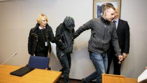 Tammerfors tingsrätt häktade den 11 december 2015 två irakiska män som misstänks för 11 terrormord i Irak i fjol somras.
