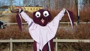 Under bläckfiskdräkten hittar vi Fanny Gädda som deltar i SYh-FIILIS race