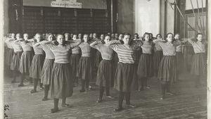 Flickgymnaster på 1920 (?)-talet