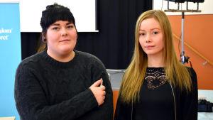 Optimastuderandena Felicia Ainonen och Jannica West.