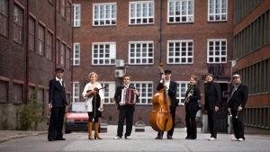 Ryhmäkuva Vallilan tango -yhtyeestä