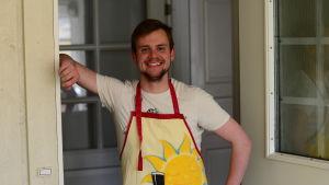 Roy Mäki-Fränti bjuder hem oss på kycklingsmörgås