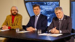 Isländska partiledare Ottar Proppe, Bjarni Bedediktsson och Benedikt Johannesson