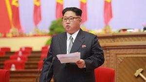 Kim Jong Un talar till partikongressen i Pyongyang 7.5.2016