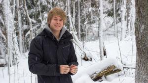 Aleksi Tuomola är en av 8 unga journalsiter som står bakom projektet Uusi Inari, en pop-up lokaltidning som är verksami Enare i fabruari och mars 2015.