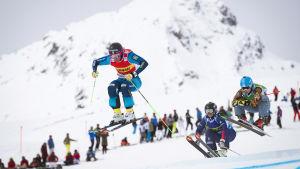 Anna Holmlund åker skicross för Sverige.