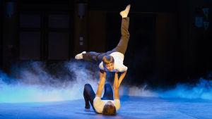 Lassi Hirvonen och Antti  Keinänen i musikalen Billy Elliot.