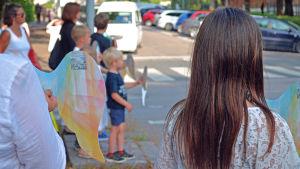 En stilla protest mot för hög hastighet i korsningen av Mechelingatan och Norra Hesperiagatan.