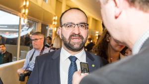 Mehmet Kaplan har avgått som bostadsminister i Sverige