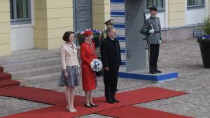 Margrethe II av Danmark tillsammans med presidentparet utanför presidentens slott.