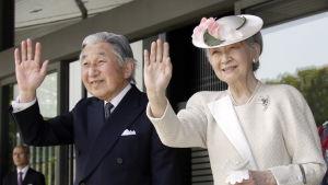 Japans kejsare Akihito och hans fru kejsarinnan Michiko i augusti 2014.