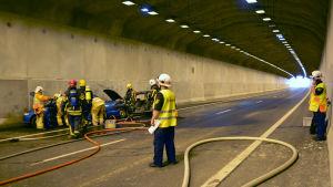 Simulerad bilolycka i Marknadsbackens tunnel
