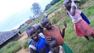 barn i norra uganda