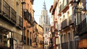 Toledon kapea katu Espanjassa
