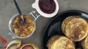 Potatisplättar med äppelsylt