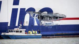 Den svenska passagerarfärjan Stena Line kolliderade med en tankbåt utanför Göteborg den 19 juli 2015.