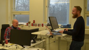 Gunnar Suikki till vänster och Fredrik Löfberg i Nord Safetys kontorsutrymmen.