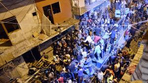 Två självmordsbomber dödade många i Beirut