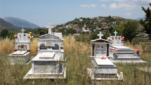 Begravningsplats i byn Mesopotam i Albanien.