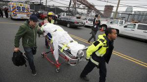 En skadad förs bort efter tågkrasch i Hoboken, New Jersey