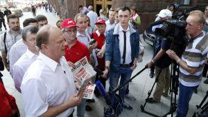 Kommunistledaren Gennadij  Zjuganov under valkampanjen i Moskva