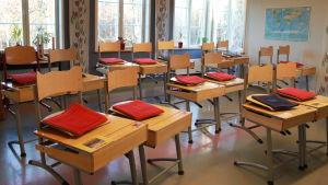 Oppilaat ovat tehneet omat istuintyynyt.