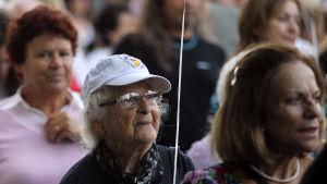 Symbolisk demonstration mot Alzheimers i Aten, Grekland, på internationella Alzheimersdagen 2012.