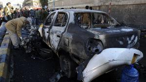 Skador efter en bililbomb i Jemens huvudstad Sanaa 7 januari 2015.
