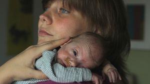 Heidi Grandell-Sonck och Freja som föddes som prematur