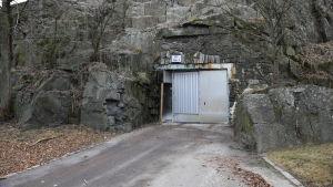 Ingången till Sveaborgs servicetunnel.