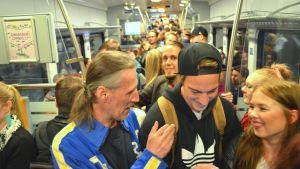 M-tåget fullsatt med glada resenärer