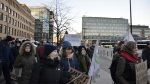 En antinazistisk demonstration i Helsingfors på självständighetsdagen 2016