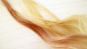 Färga håret med rödvin.